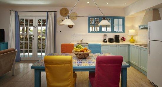 Boardwalk Hotel Aruba: Kitchen Two Bedroom Casita