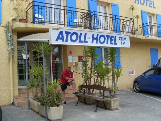 Atoll Hotel : Front of Hotel
