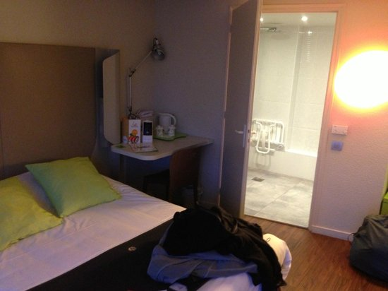 Campanile Biarritz: la camera..