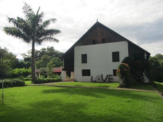 Ngare Sero Mountain Lodge: Side view of the main building from the pool