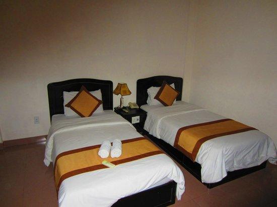 Tigon Premium Hotel: Twin room