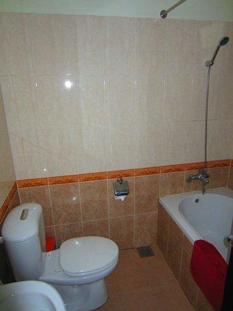 Tigon Premium Hotel: Bathroom
