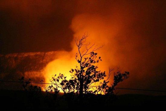 Hawaii Volcanoes National Park: Volcanoe at night