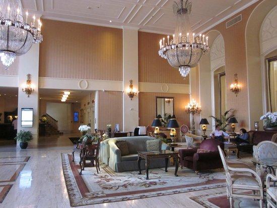 InterContinental Mark Hopkins San Francisco: Lobby at hotel entrance
