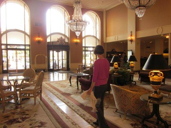InterContinental Mark Hopkins San Francisco: Hotel entrance has grand doors
