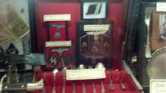 Gettysburg Museum of History : SS memorabilia.