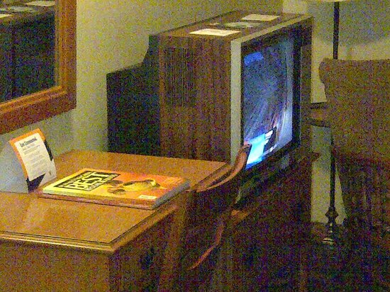 Lord Amherst Hotel: TV in room