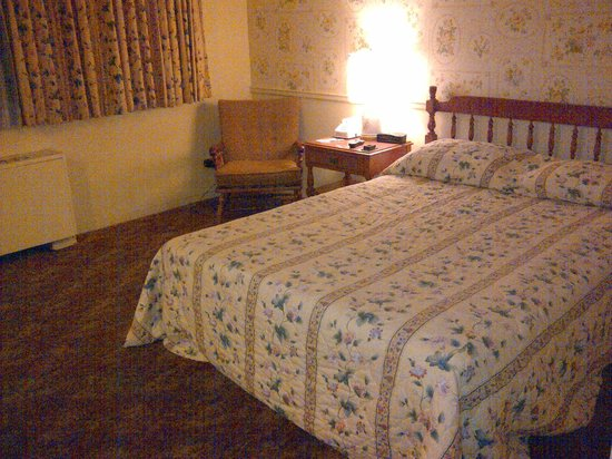 Lord Amherst Hotel: Bed
