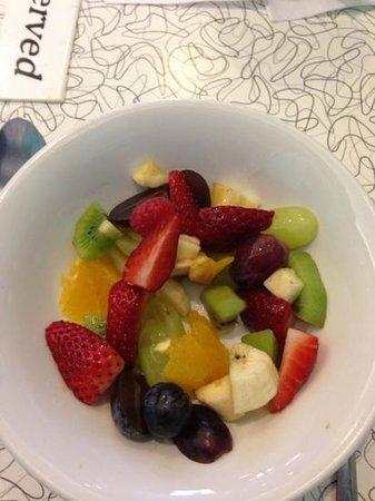 Warsaw Diner : fruit for pancakes