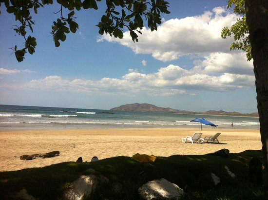 Tamarindo Beach : Cover up it's hot, but lovely