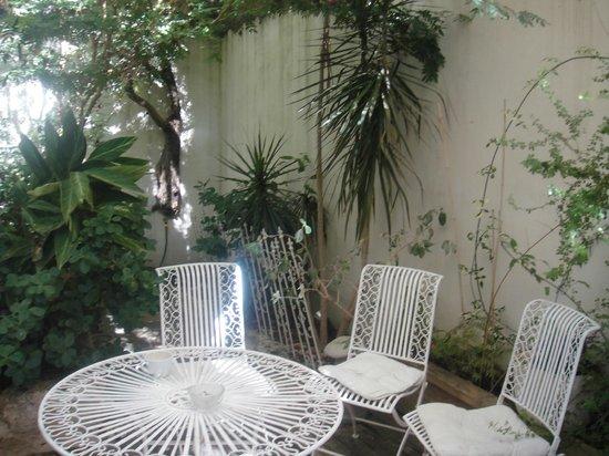 Neve Tzedek Hotel: Garden Suite