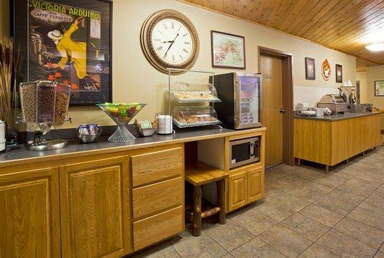 AmericInn Lodge & Suites Pequot Lakes: AmericInn Pequot Lakes Hotel - Breakfast Center