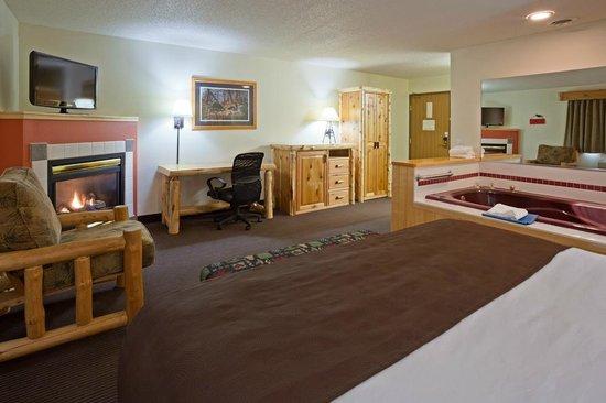 AmericInn Lodge & Suites Pequot Lakes: AmericInn Pequot Lakes Hotel - Whirlpool Suite 2