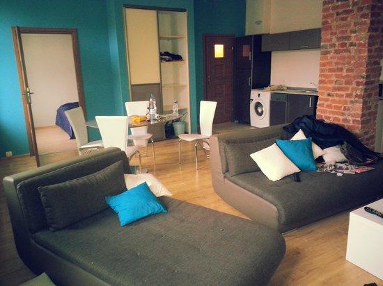 Friends Hostel: living room