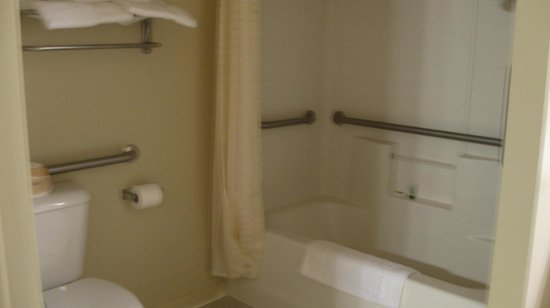 Quality Inn Bryce Canyon: Hand held shower is available