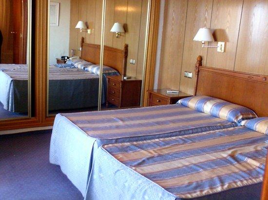 Hotel Las Piramides : Room 732 room interior