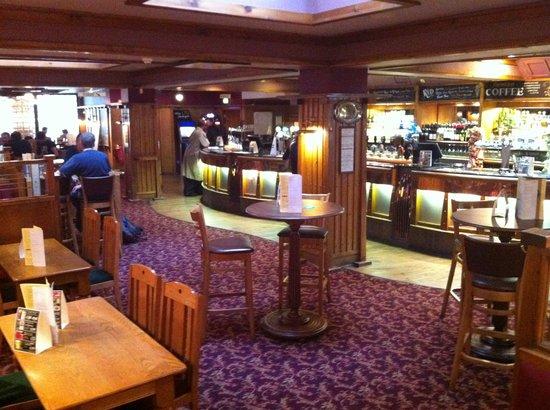 Penderel's Oak: Main Bar