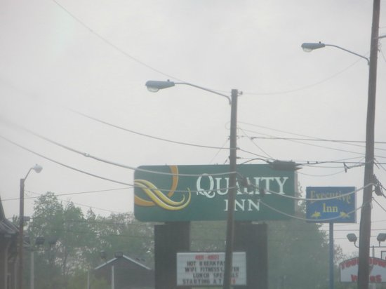Quality Inn Tullahoma: sign