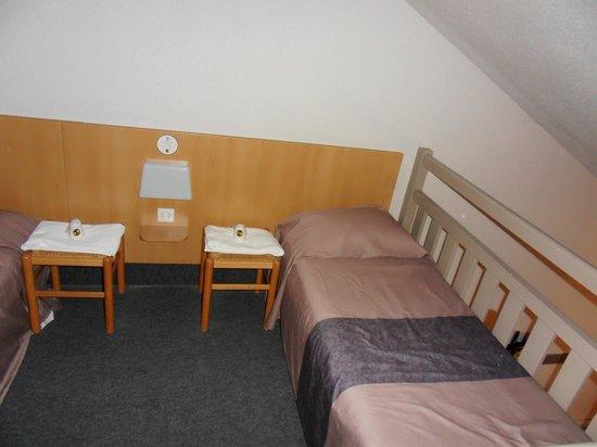 B&B Hotel BORDEAUX Merignac Airport: la mezzanine avec 2 lits simples