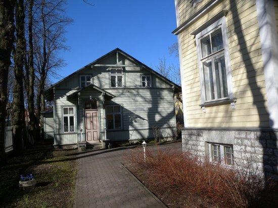 Poska Villa: Facciata dall'interno del cortile