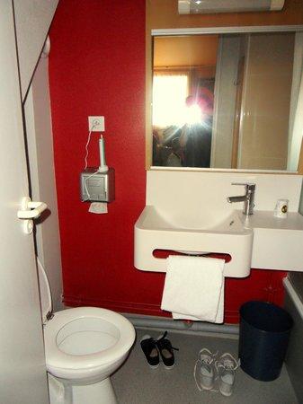 B&B Hotel BORDEAUX Merignac Airport: salle de bain