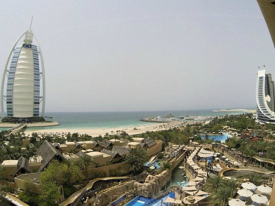 Wild Wadi Water Park: view of the park + 2 hotels