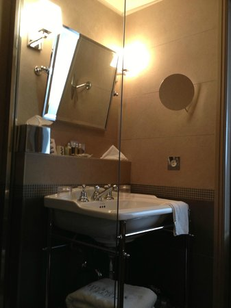 Hotel Verneuil Saint-Germain: BATHROOM