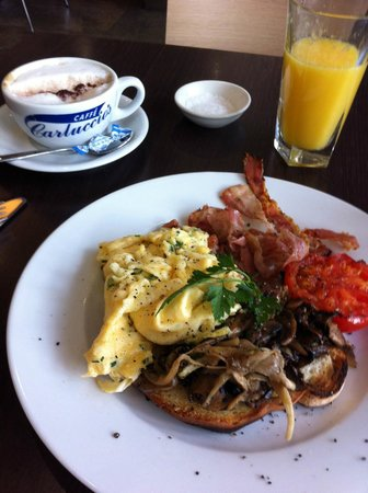Carluccio's - Bluewater: tasty all-day breakfast
