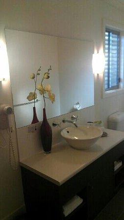 Marion Bay Motel: queen room bathroom