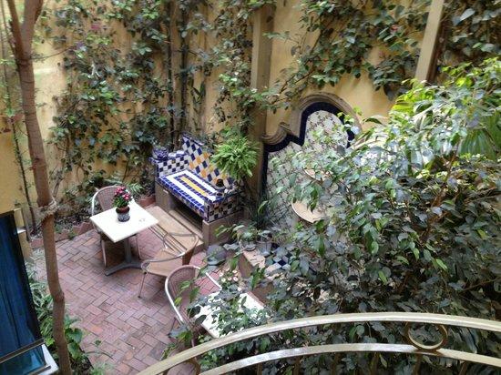 Chalet del Carmen: a small patio