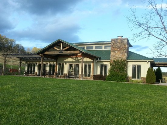 West Wind Farm Vineyard & Winery: Tasting room / gift shop