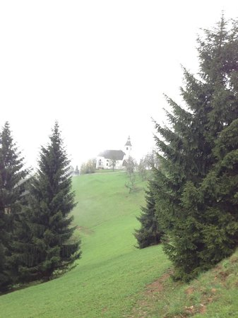 Pri Lenart Hotel: Church on hike
