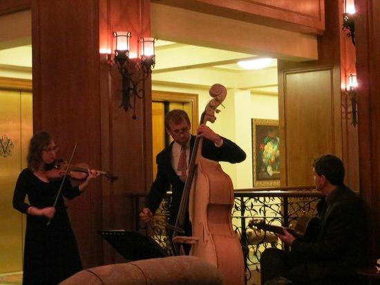 The Inn on Biltmore Estate: Sunday Music in the lobby