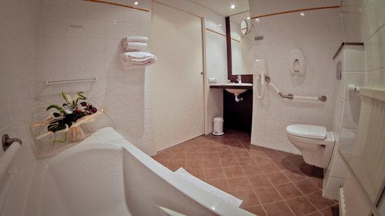 Hotel des Voyageurs : Salle de Bain suite junior