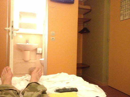 Hotel Crocus : Tiny room!!!