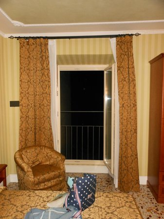 Silla Hotel : Our Juliet balcony