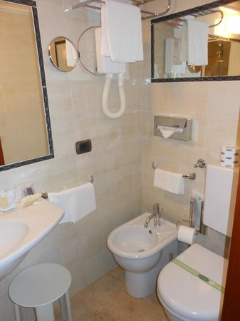 Silla Hotel : Our brand new bathroom with hairdryer and daily products