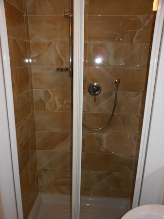 Silla Hotel : Huge double Monsoon shower - BLISS!