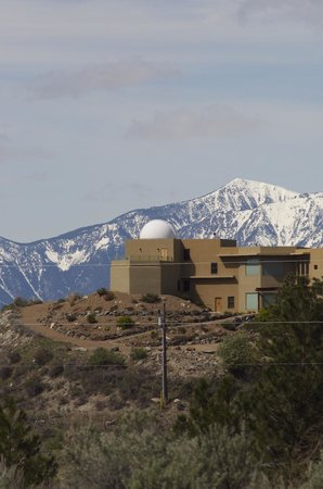 Anarchist Mountain Lookout: One of several homes on Anarchist Mountain with private observatories