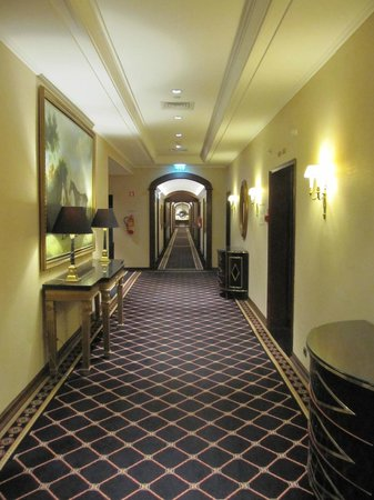 Palacio Estoril Hotel, Golf and Spa: Corridor - 5th floor