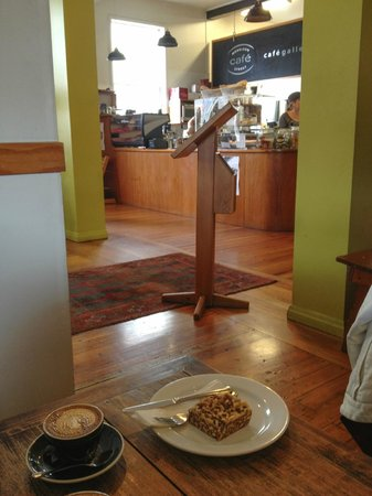 Morri Street Cafe : The service counter and entrance