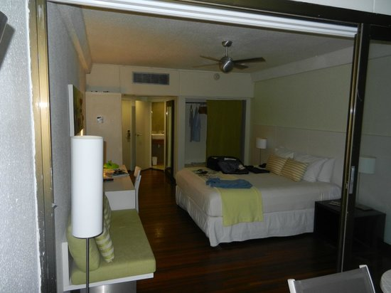 Holland House Beach Hotel: Typical Room