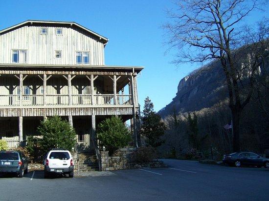 The Esmeralda Inn: East entrance & view of Chimney Rock