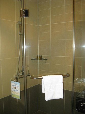 Orakai Songdo Park Hotel: Shower