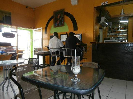 Access Point Internet Cafe : Where the Internet can be used