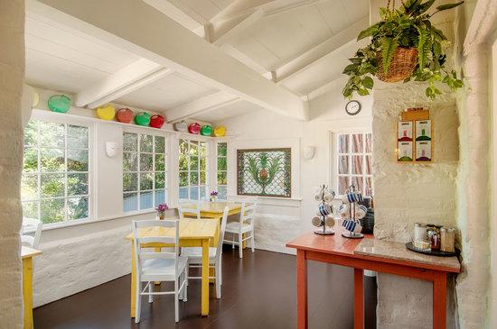 Adobe on Green Street Inn: Breakfast Room at Adobe on Green Street B&B