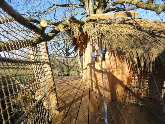 Les Cabanes du Jardin de Pierre : terrasse au soleil