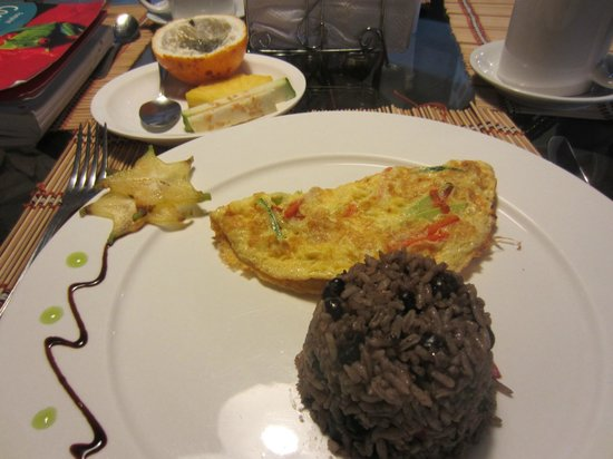 Adventure Inn: Breakfast: Omelette and Gallo Pinto