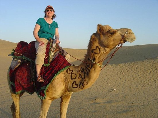 Kanoi, Hindistan: Camel riding on the dunes