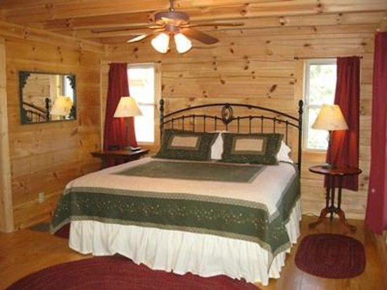 Barkwells, The Dog Lovers' Vacation Retreat : Huge Master Bedroom in Libby's